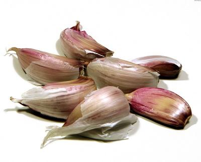 Чесън - основна съставка в бабините рецепти срещу хрема