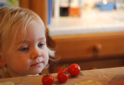 Организма на малчуганите не е като нашият и трябва да се подсили още докато са малки. Знаете ли как става това?