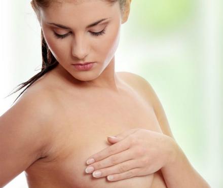 Рак на гърдата – коварно заболяване. Знаете ли как можем да си направим преглед сами?