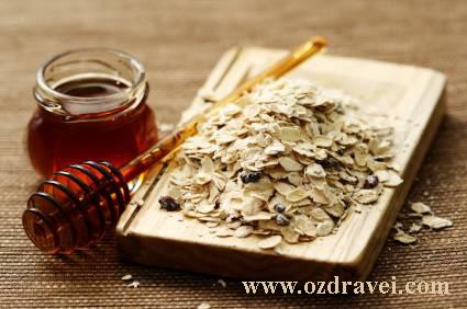 Маска с мед и овесени ядки