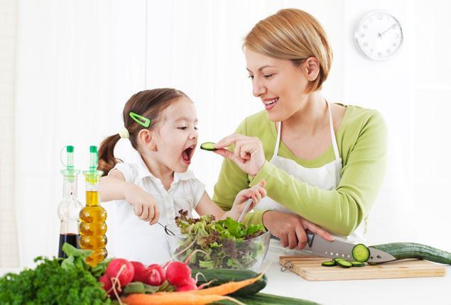 Как да създадем навици за здравословно хранене на детето?