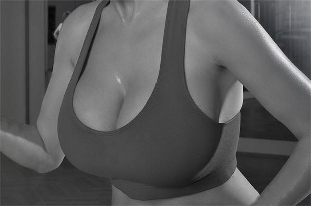 стегнати гърди